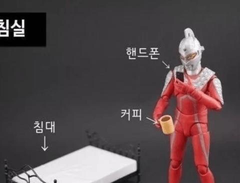 울트라맨으로 보는 SNS 중독 현상.jpg