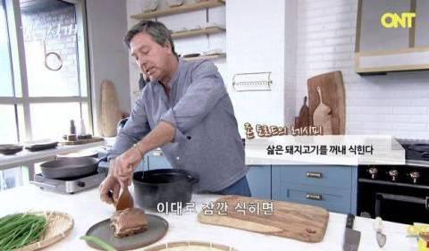 외국 쉐프가 만든 한국식 보쌈.jpg