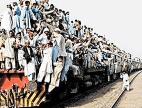 인도의 귀성길 기차 풍경
