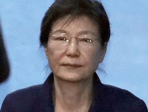 """검찰 """"헌정사의 오점"""", 박근혜 전 대통령 징역 30년 구형"""