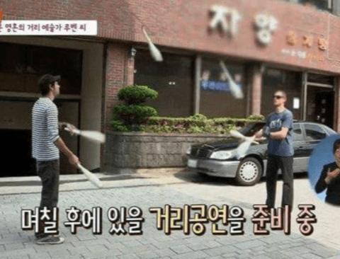 거리공연하는 외국인 기죽이는 한국 아저씨.jpg