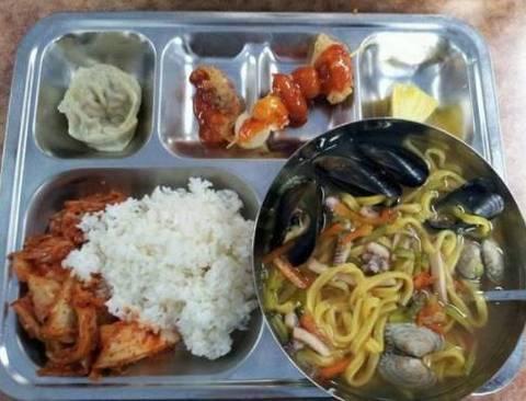백주부가 이사장으로 있는 고등학교 급식.jpg