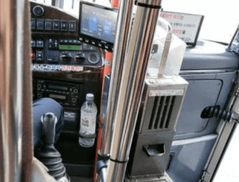 뭔가 의심스러운 버스기사의 물병