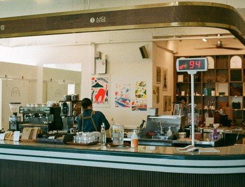 농협을 개조한 카페 .jpg