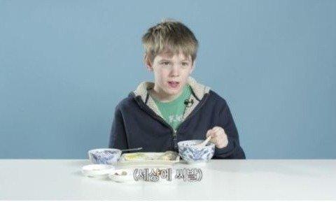 한국의 아침 식단을 먹어보는 미국 아이들.jpg