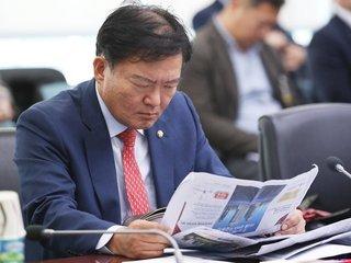 """'김경록 녹취록 공방' 민경욱 """"유시민 날선 공격에 KBS 움찔"""""""