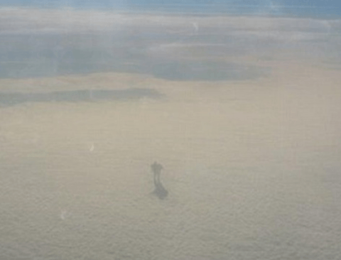 상공 9000미터 높이에서 찍힌 미스테리 물체