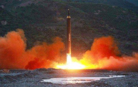 괌 진짜 쏜다고? 한반도 속 미국과 북한 말전쟁