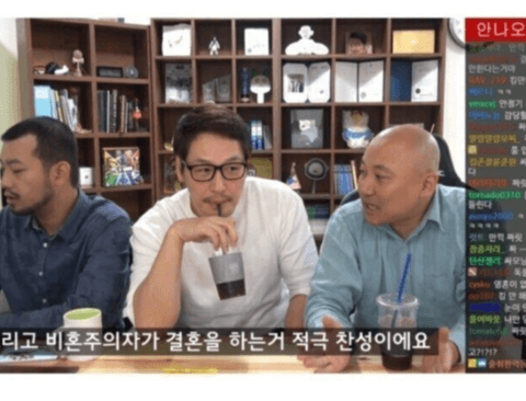 비혼주의자 김풍의 결혼을 축하해주는 유부남들.jpg
