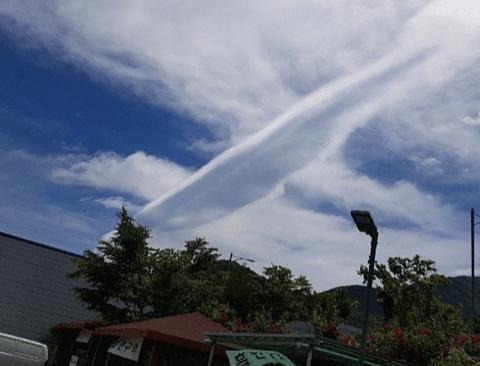 오늘자 두루마리 구름 뜬 대구 하늘.jpg