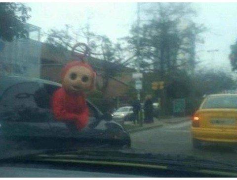 운전 중 포착된 기묘한 사진(놀람주의)