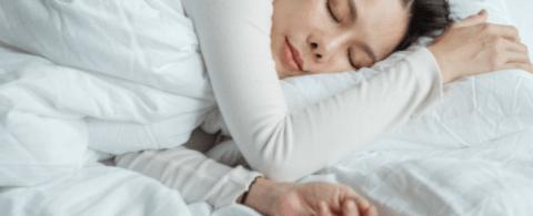 '기억력 향상에 도움' 왼쪽으로 돌아누워 자는게 좋은 이유 5가지