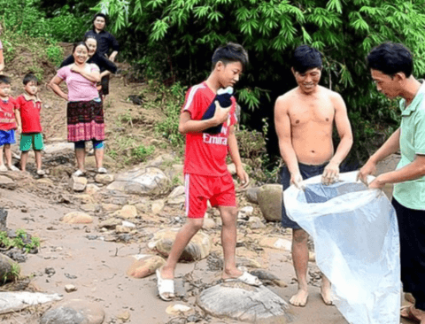시골 베트남의 흔한 등교길