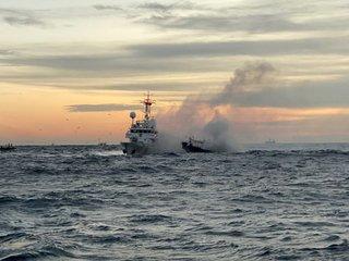 간절곶 해상 어선에서 불길 치솟아...승선원 3명 구조