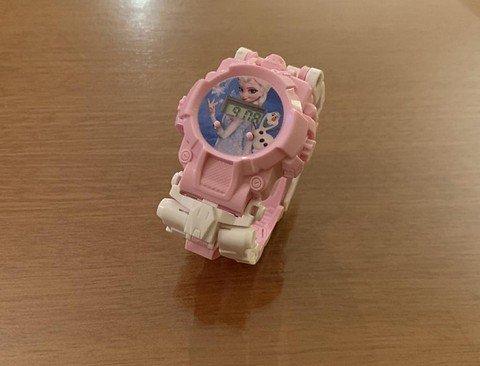뭔가 잘못된 겨울왕국 엘사 시계