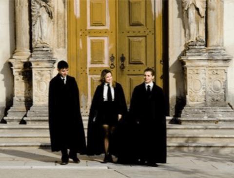 헤리포터 실사판 호그와트교복 입는 대학교