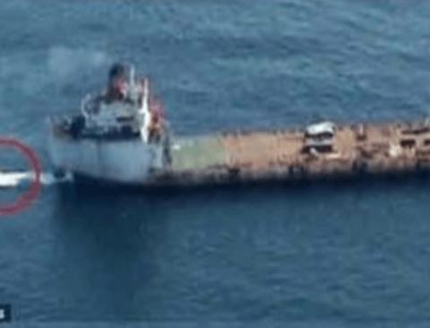 소말리아 해적이 중국 어선을 털어보았다.jpg