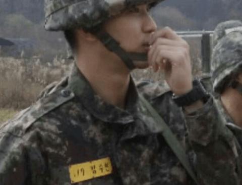 조용히 입대한 김수현 근황.jpg