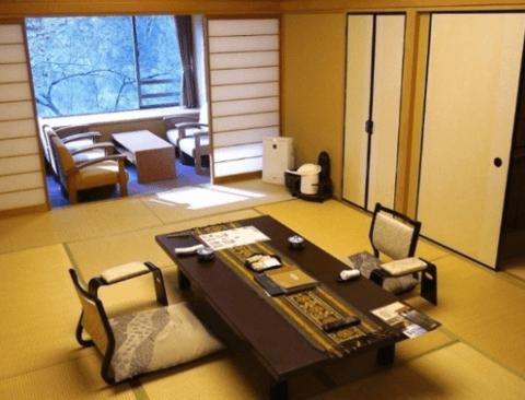 1311년 된 일본 호텔