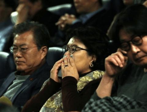 문대통령 영화 '1987' 관람, 출연 배우들 모두 눈물이 멈추지 않아