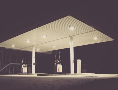자동차에 기름 넣을 때 반드시 시동을 꺼야 하는 4가지 이유