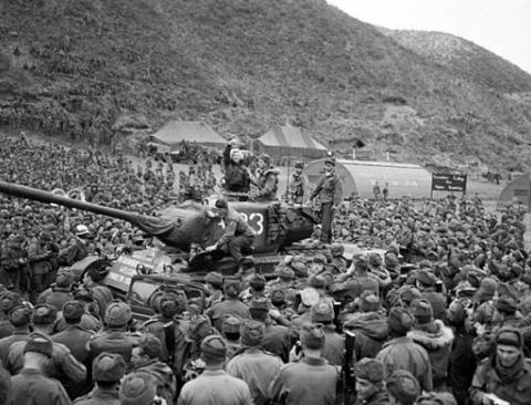 한국전쟁시 위문공연 한 마릴린 먼로