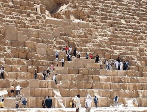 인간을 압도하는 피라미드 실체 크기