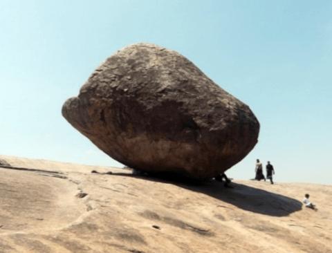 인도의 흔들바위