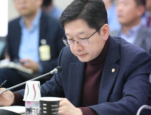 김경수, 文대통령에 '무인선박 규제자유특구 지정' 건의