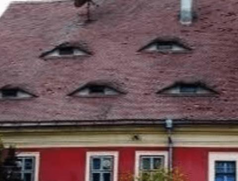 게슴츠레하게 생긴 지붕.jpg