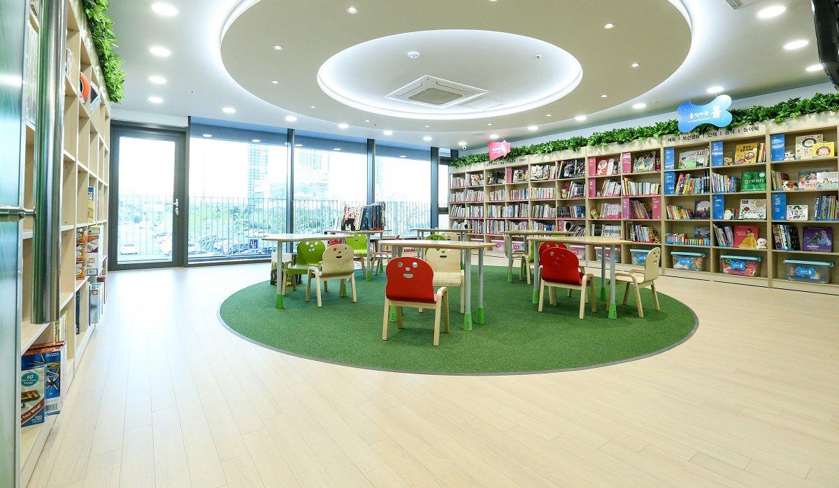 [사진 4] 국내 1호 로날드 맥도날드 하우스에 마련된 아이들을 위한 도서관의 모습.jpg