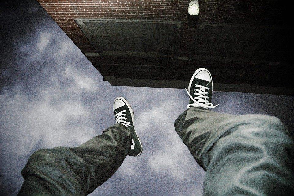 falling-2245869_960_720