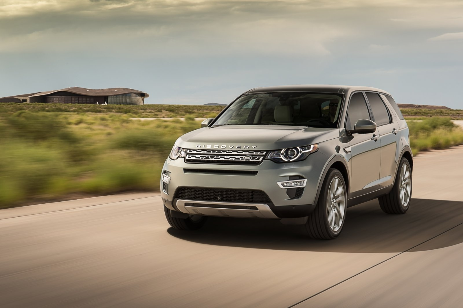 90521-lr-discovery-sport-10-93336