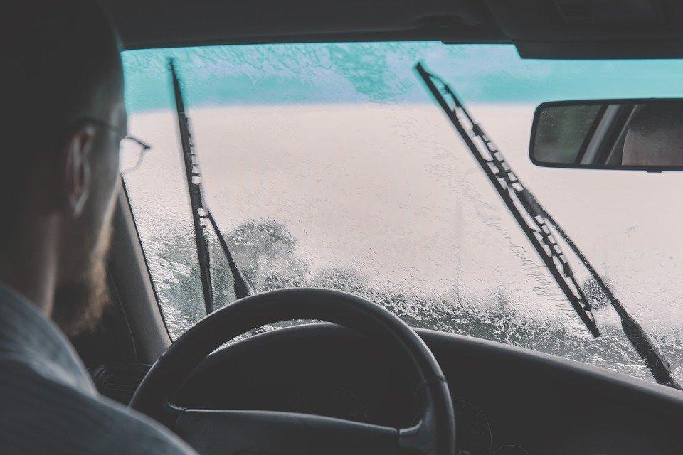 car-2607059_960_720.jpg
